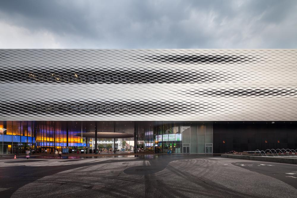 Cover photo of image set from Messe Basel New Hall, designed by Herzog & de Meuron and located in Basel, Switzerland. All photos by Pawel Paniczko Architectural Photography